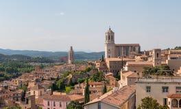 与希罗纳,西班牙大教堂的希罗纳都市风景  免版税库存图片