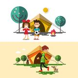 与帐篷、孩子、火和妇女的户外野营的传染媒介设计 免版税库存照片