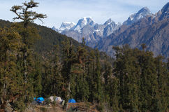 与帐篷的美好的喜马拉雅风景 免版税图库摄影