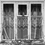 与帷幕的闭合的老窗口 免版税图库摄影