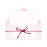 与干净的卡片和红色弓丝带的信封 库存例证