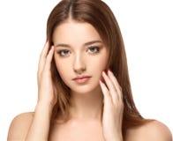 与干净的新皮肤关闭的美丽的妇女面孔画象 护肤Face.Fresh健康皮肤Face.Young女孩用新鲜的黄瓜 免版税库存图片