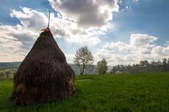 与干草堆的风景 图库摄影