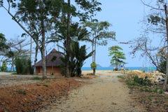 与平房的海滩张岛的 免版税库存照片