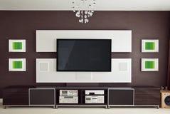 与平面屏幕电视的现代家庭影院室内部 库存照片