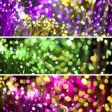 与幻想bokeh纹理紫色氖的抽象背景和金黄 时兴的套三圣诞节背景 免版税库存照片