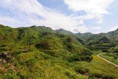 与废墟的山在jinguashi,台北,台湾 库存照片