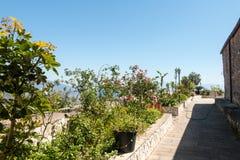 与庭院的大阳台 库存图片