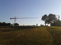 与建筑学混合的风景在布达佩斯市公园 免版税库存照片