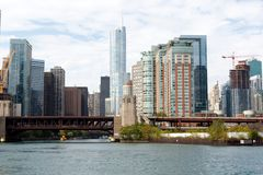 与建造场所的芝加哥地平线 图库摄影