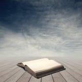 与开放书的知识概念 库存图片