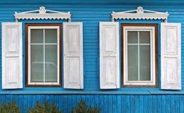 与开放太阳窗帘的两个窗口 免版税库存照片