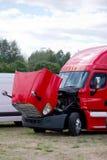 与开放敞篷的红色fensy半商务卡车船具 库存图片