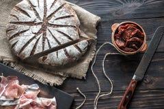 与开胃小菜的黑麦面包 库存照片