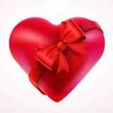与弓和磁带的红色华伦泰心脏礼物 库存照片