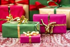 与弓的七个Unichrome礼物 免版税库存照片