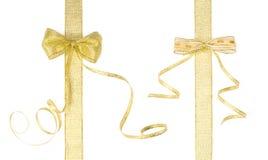 与弓的二条金黄丝带 免版税库存图片