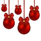 与弓的圣诞节红色球在白色 向量例证