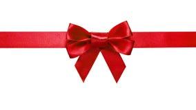 与弓的红色丝带与尾标 免版税库存图片