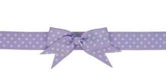 与弓的紫色丝带 免版税图库摄影