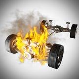 与引擎和轮子的灼烧的汽车底盘 库存图片
