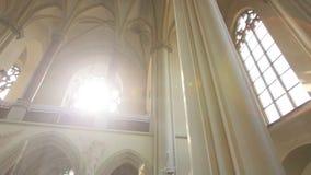 与弧的哥特式样式内部和装饰在宽容大教堂里 股票录像