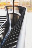 与弯曲的形状的扶手栏杆 免版税库存照片