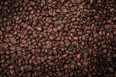 与强的小插图的咖啡豆 免版税库存照片