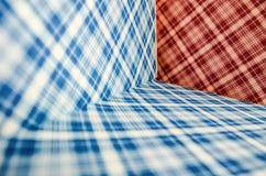 与形成正方形以各种各样的方向的对角线的色的纹理 库存图片