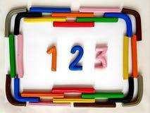 与彩色塑泥酒吧的框架和第123以各种各样的颜色 免版税库存照片
