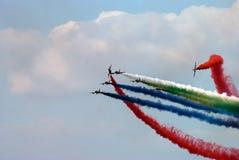 与彩色烟幕的Airshow 免版税库存图片