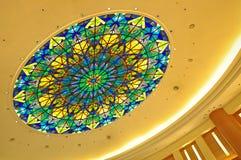 与彩色玻璃设计的圆顶 图库摄影