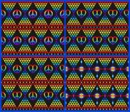 与彩虹、嬉皮标志和荧光的抽象三角五颜六色的啪答声的葡萄酒嬉皮无缝的黑背景收藏 向量例证