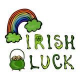 与彩虹和金壶的爱尔兰运气商标和三叶草 库存图片