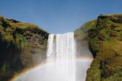 与彩虹的冰岛瀑布Skogafoss 库存照片