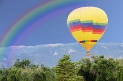与彩虹的气球节日 免版税图库摄影