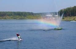 与彩虹的Wakeboarding 库存图片