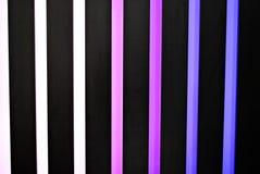 与彩虹色垂直条纹的五颜六色的背景 库存图片