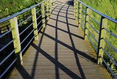 与影子的桥梁 免版税库存照片