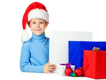 与很多圣诞节礼物的愉快的孩子 免版税库存照片
