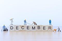 与微型人工作者的12月词 免版税库存图片