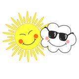 与微笑的动画片云彩和太阳的逗人喜爱的传染媒介例证在白色背景 孩子的卡片 库存照片