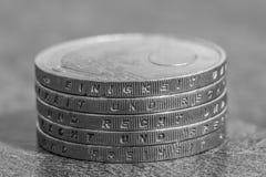 与德国词的被堆积的欧洲硬币-团结和法律和自由 免版税图库摄影