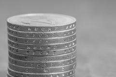 与德国词-法律的被堆积的欧洲硬币 库存照片