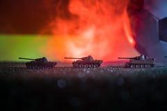 与德国队旗子的足球和在草的老葡萄酒世界大战坦克 选择聚焦 库存照片