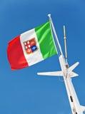 与徽章的意大利旗子 库存照片