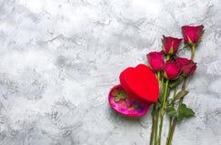 与心形果冻箱子的玫瑰 库存图片
