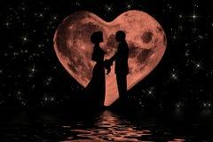 与心形的月亮的华伦泰浪漫大气 库存图片