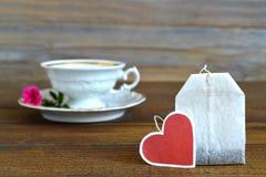 与心形的标记的茶包 库存照片