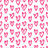与心脏乱画的墨水手拉的无缝的样式 库存图片